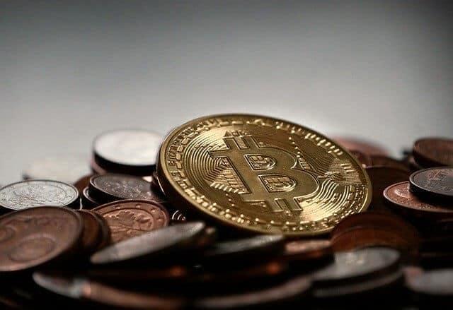Gouden Munt BTC op de top van andere munten