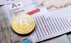Bitcoin em uma mesa